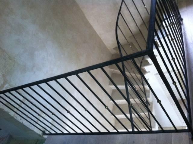 rampe et rambarde d 39 escalier barreaux droits martel s en fer forg marseille ferronnerie d 39 art. Black Bedroom Furniture Sets. Home Design Ideas