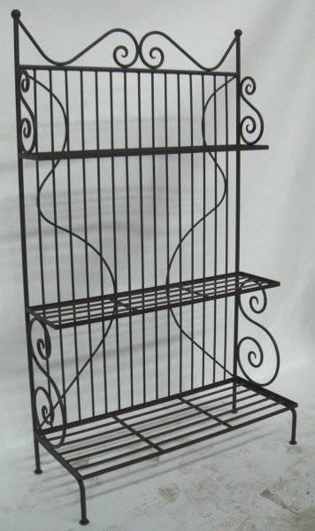 Cr ation de meubles en fer forg marseille artisan for Meuble porte en fer