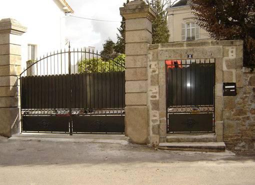 R alisation de portail et portillons en fer forg marseille artisan ferro - Portillon dans portail ...