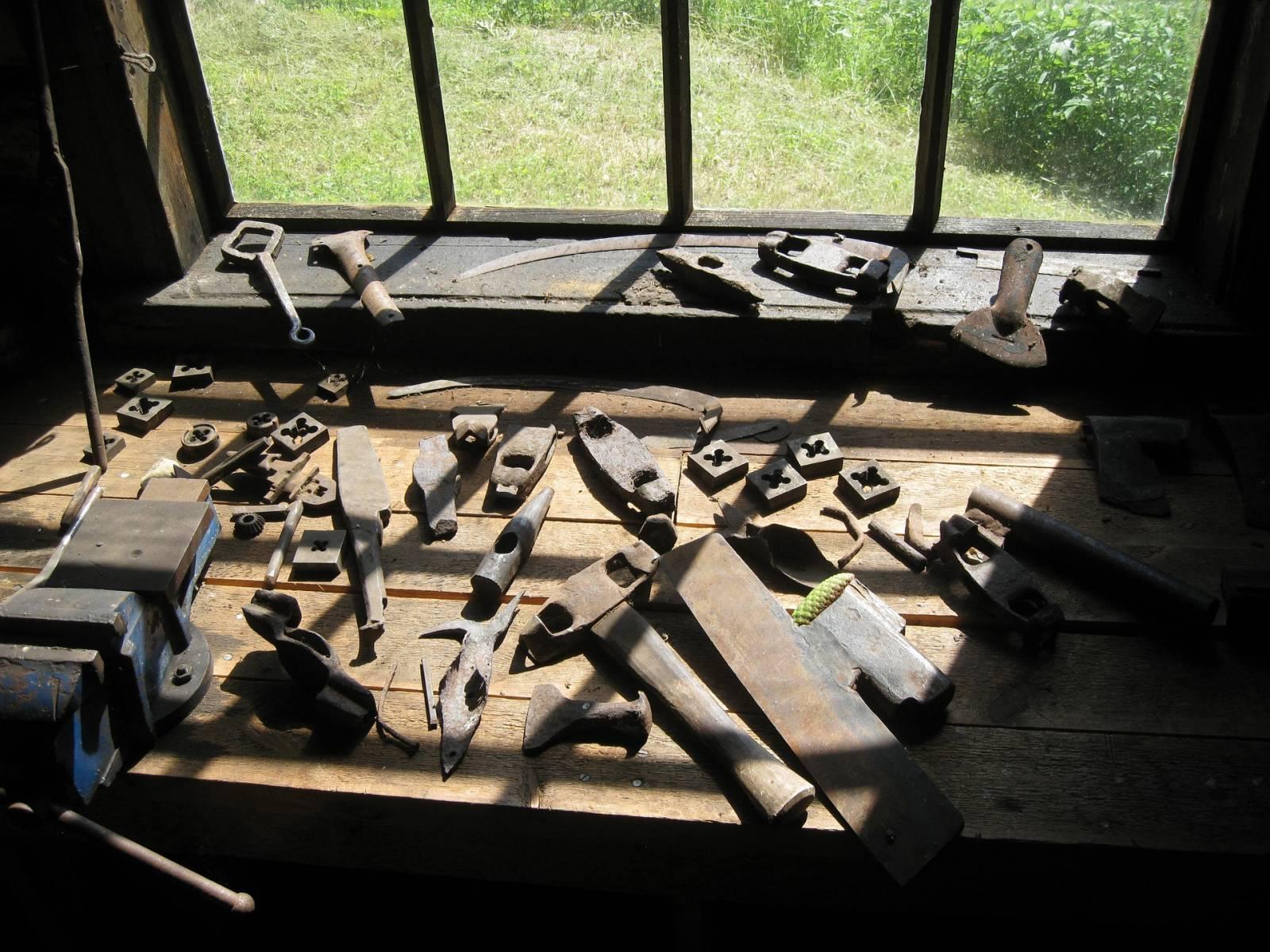 ferronnier artisan metal in design aubagne ferronnerie d 39 art et design porte portail. Black Bedroom Furniture Sets. Home Design Ideas